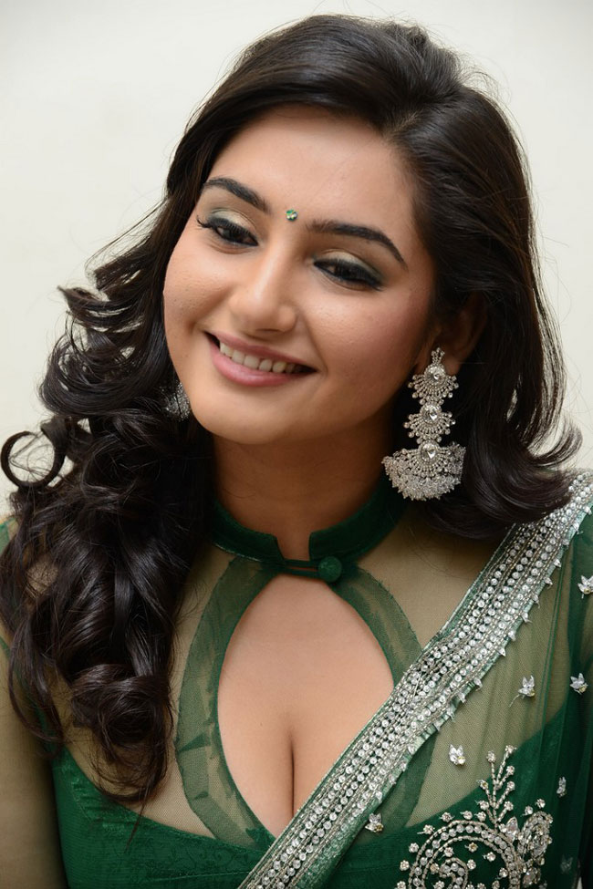 Ragini-Dwivedi-Hot-Photo-Gallery