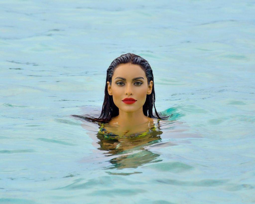 Gizele Thakral beach pic