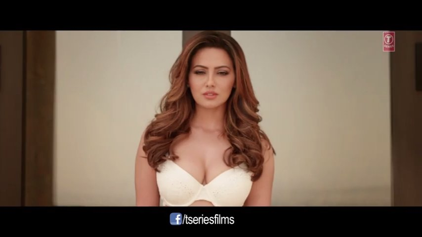 hot sana khan cleavage