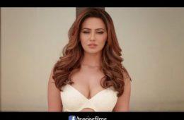 hot sana khan cleavage